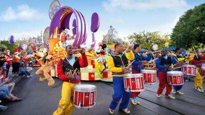 mickeys-soundsational-parade-00
